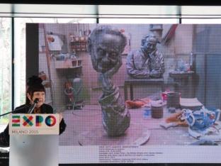 L'artista italo-ungherese Éva Oláh Arré descrive le sculture che ha realizzato per celebrare lo scienziato ungherese Albert Szent-Györgyi, vincitore del Premio Nobel per la medicina e la fisiologia nel 1937