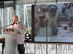 Géza Szőcs, Commissario Generale d'Ungheria per Expo Milano 2015 descrive le sculture celebrative dello scienziato ungherese Albert Szent-Györgyi, che saranno ospitate nel Padiglione Ungherese