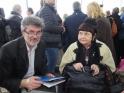 Da sinistra: Zoltán Fórizs, Amministratore Delegato di Carpathia Kft, e l'artista Éva Oláh Arré, che ha realizzato le sculture celebrative dello scienziato ungherese Albert Szent-Györgyi