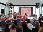 "I bambini dell'associazione culturale ""Magyar Ház – Casa Ungherese"" leggono la poesia ""Nemzeti Dal"" (Canto Nazionale), del Poeta Nazionale Ungherese Sándor Petőfi"