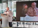 Géza Szőcs, Commissario Generale d'Ungheria per Expo Milano 2015 descrive una delle sculture celebrative dello scienziato ungherese Albert Szent-Györgyi, che saranno ospitate nel Padiglione Ungherese