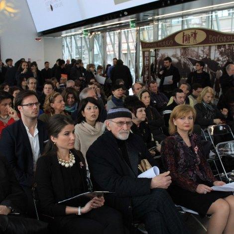 Da sinistra: Zsófia Kesztyűs, l'artista varesino Silvio Monti, Edit Székely