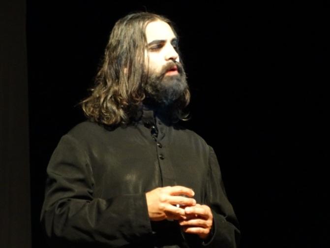 """""""La missione di Rasputin"""" a Varese: Un veggente visionario inascoltato dai potenti, raffigurati come marionette"""